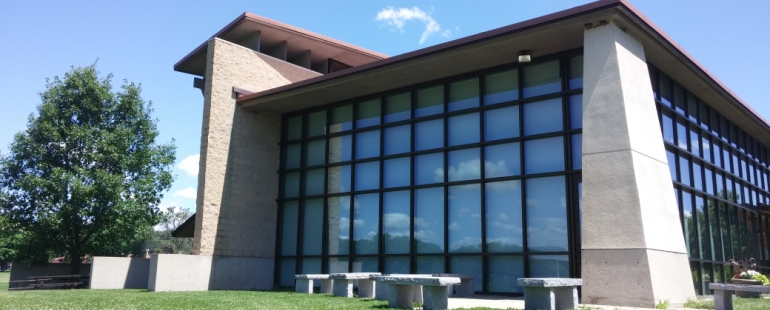 outside image of warner park community recreation center