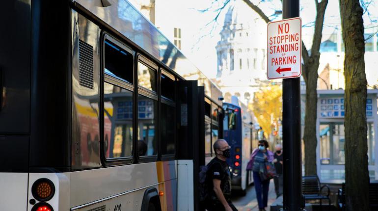 passenger leaving bus on State St.