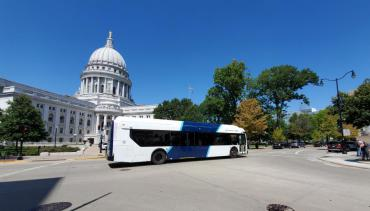 Metro bus in front of Capitol Building