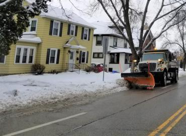Citywide plowing starts tonight at 11:00pm. Choose off-street parking options tonight.  No snow emergency in effect.