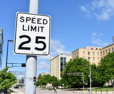 Image of 25 mph speed limit sign