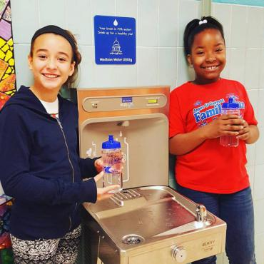 Kids at hydration station