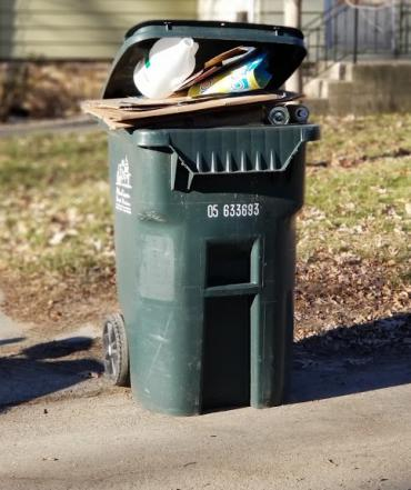 Overstuffed recycling cart? Many residents can receive a larger recycling cart for free. Just contact the Streets Division.